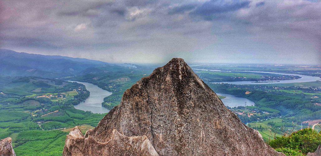 Lên núi Thần đinh