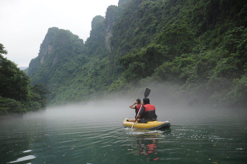 Chèo thuyền Kayak trên Sông Chày vào Hang tối