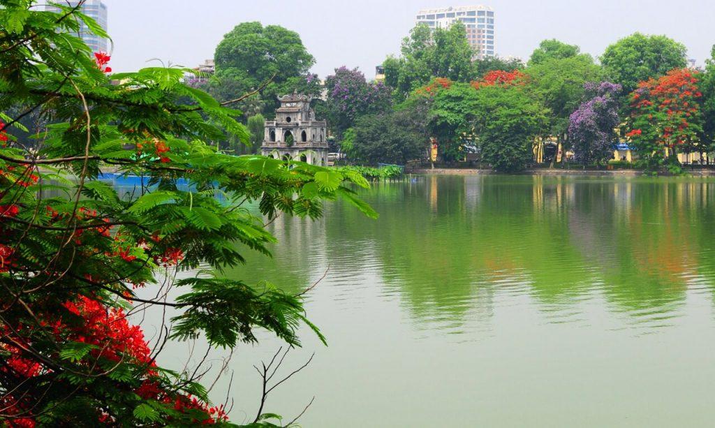 Hồ Gươm hay còn gọi Hồ Hoàn Kiếm