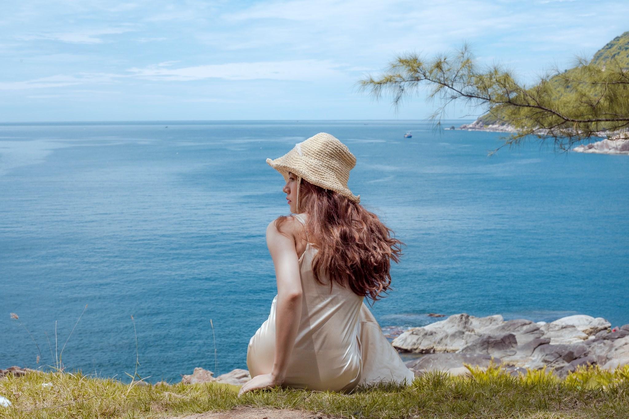 Thời tiết Đà Nẵng đẹp thu hút nhiều du khách tắm biển