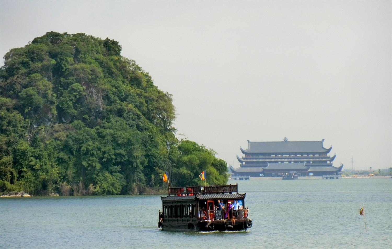 Mặt hồ Tam Chúc Hà Nam